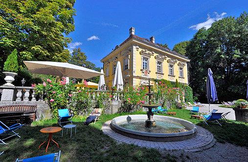 Der Biergarten vor dem La Villa im Bamberger Haus ist der feuchte Traum eines jeden Outdoor-Alkoholikers.